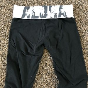 Capri yoga pants size medium